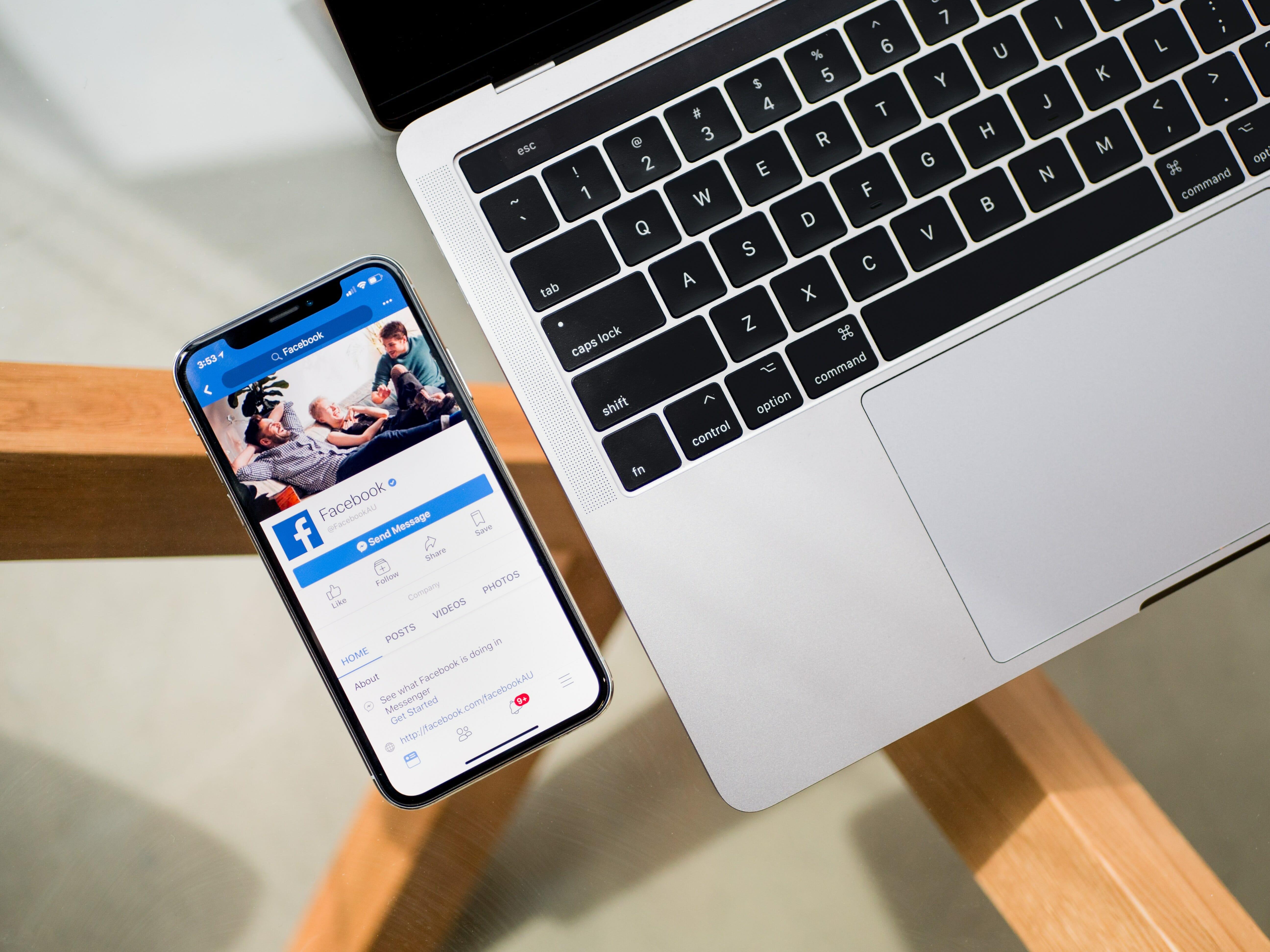 tim bennett 538189 unsplash - ¿Qué es y cómo funciona el pixel de Facebook?