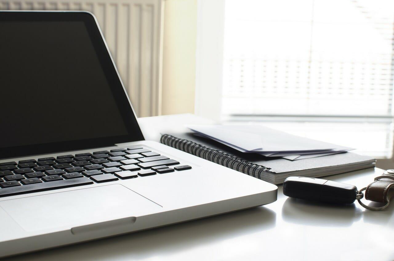 ¿Cómo cambiar un disco duro de una Macbook PRO 2012?